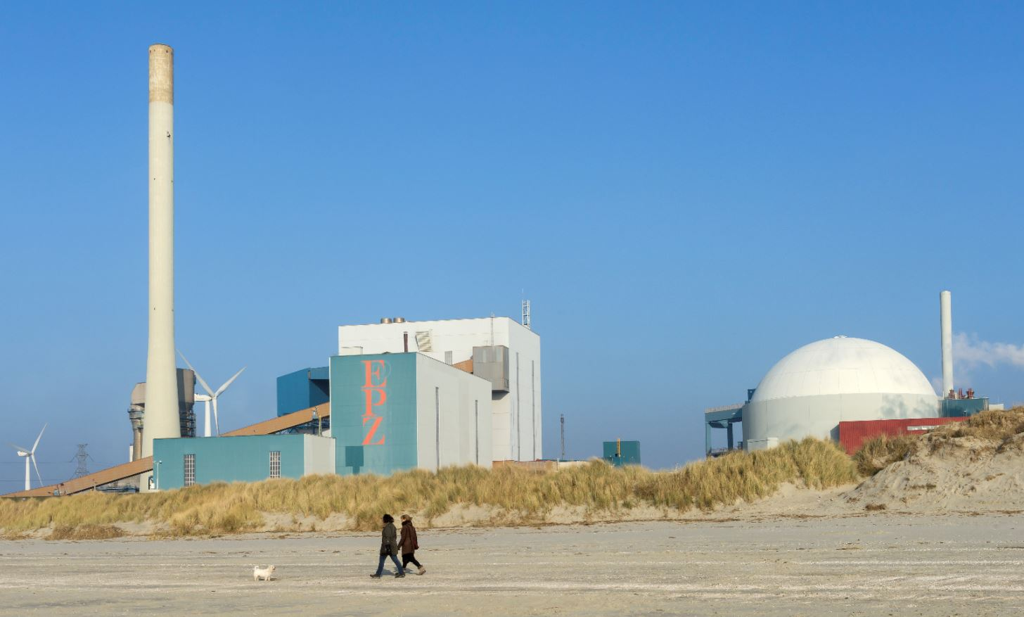 Photo of the Dutch Nuclear Power Plant in Borssele with windmills on the bakground