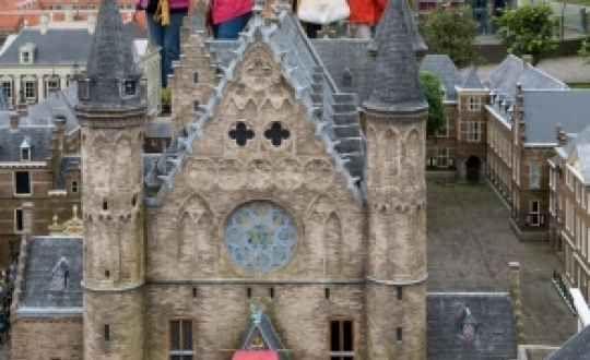 Tourists in Madurodam at the Binnenhof